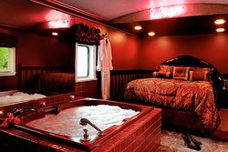 Laloose Caboose, the New Orleans bordello themed room.