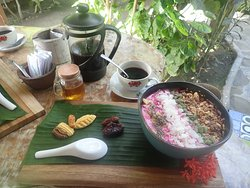 Het ontbijt met verse Balinese koffie