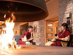 暖炉とワインでしっとり乾杯!炎の温もりに包まれて♪暖炉ラウンジ