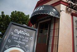 Visita nuestra cafetería donde contamos con pan recién hecho y con una variedad deliciosa