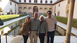 #VisitaPrivadaAlhambra  Marzo 2019 Sr Villegas e invitados con Gema
