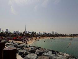 Отличный пляж