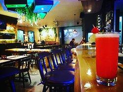 #NochesDeCamaleon cambia de color, internate en nuestro mágico mundo, #cocteles #snacks #sabores . #Camaleonizate