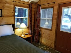 Beautiful cabin and Lovely Grounds!