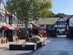 Tudor themed hotel in great location