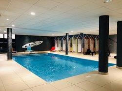 Vues générales espace piscine.