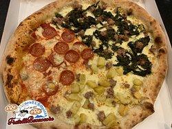 1/2+1/4+1/4=una fantastica pizza con cui accontentare tutti.