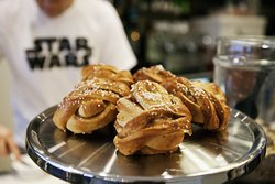 Cinamon buns served in our breakfast offer.