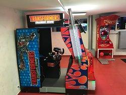 le camion Transformers séduit tous les enfants qui passent  aux commandes d'une véritable machine de combat contre les méchants robots ... Match possible 2 à 2 !