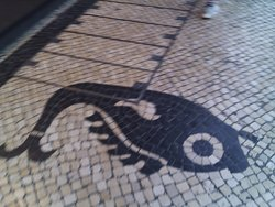 милый португальский тротуар вдалеке от Европы