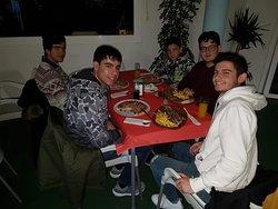 Grupo de amigos, que precisamente no pasan hambre