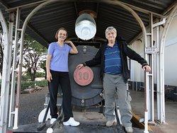 Minha Mãe e Meu Pai na locomotiva, acharam o máximo.....