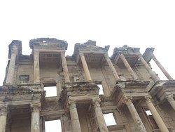 Biblioteca de Celso, llegó a ser una de las bibliotecas más grandes del mundo.