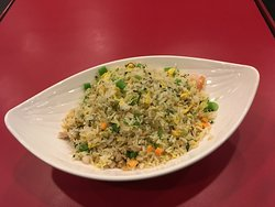 This is fried rice with minced chicken, dried ham and shrimps.  There is also a good mix of vegetables with fried egg.