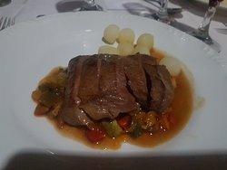 Cordeiro sauté com batatinhas ao molho de foie gras