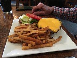 Patrick Henry pub burger w/fries