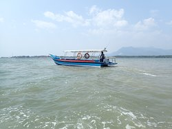 One of the many passenger boats ferrying passengers to Tanjung Dawai for RM3 each way.