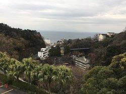 フルーツパーラーの上は展望台。熱川温泉を見下ろします