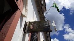 Placa da entrada do Centro Cultural da UFSJ