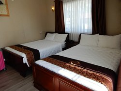 twin beds room for 4 people