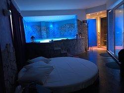 Pacchetto acquistato da Pears of Sicily. Weekend di puro Relax. Hotel sulla strada, ma camere confortevoli con una vista mozzafiato. Colazione in camera buona e Spa da sogno. 👌🏼