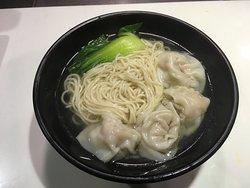 Wonton noodles in soup, Shanghai style