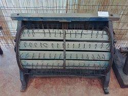 탈곡기 : 벼, 보리등의 이삭에서 낟알을 떨어내는 기계