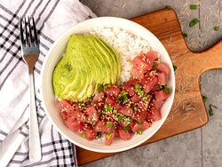 Hawaiian Poke Bowl - Fresh tuna, Pink peppercorns, Spring onions, Sesame oil, Jasmine rice