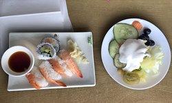 Salladd  och sushi