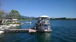 motonave Enigma che viaggia a propulsione solare, nei mesi di aprile, maggio e giugno,domenica alle 15 e alle 16.30 vi aspetta al molo di via Mazzini a Pusiano, per una crociera sul lago