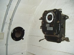 altes telefon im bunker