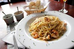 Strada Ristorante es un lugar ideal para reuniones corporativas, familiares o aventuras en parejas. Disfruta de auténtica comida italiana.