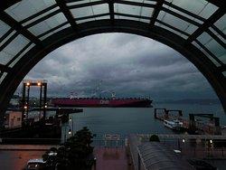 生憎の天候でしたが夜景もなかなかきれいでした。