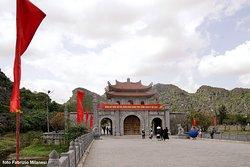 Il portale visto dal ponte