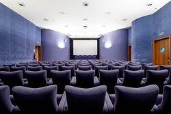 Sala Pietro d'Abano (capacità 100 persone) La Sala Pietro d'Abano,135 mq, è un teatro allestito con 100 posti e attrezzata con strutture e sistemi tecnici fissi. La Sala è indicata per conferenze, proiezioni cinematografiche, piccoli eventi, spettacoli di prosa e musicali.