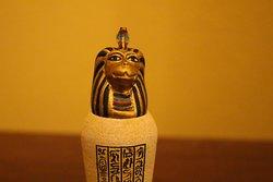 Kleine, ägyptische Statue aus Siegens neuem QUEST-ROOM