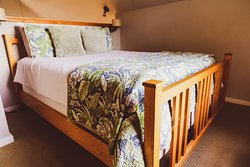 Cypress Cottage: Upstairs sleeping loft with Queen bed