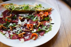 Food and wine, wine and food. Visit Dekant WineBar & Restaurant in Powisle, Warsaw