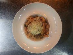 Богатая мясная паста с говяжьими фрикадельками пенне Полпетини