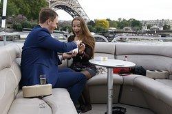 Demande en mariage originale sur la Seine