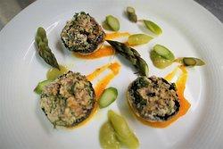 Insalata di funghi al forno con asparagi