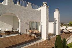 Penthouse Suite terrace.  Penthouse Suite with 600 sqm, 2 bedrooms and private swimming pool. Offering panoramic views of the coastline.  Terraza de la Penthouse Suite. Penthouse Suite con 2 habitaciones, 600 m2 y piscina privada. Ofrece vistas panorámicas de toda la costa.