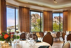 Tohono Ballroom located at El Pedregal hosts hundreds of people for many different kind of events. Notice the Boulder pile view from your wedding venue or meeting room.