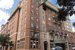 Welcome to the Holiday Inn Express Savannah - Historic District