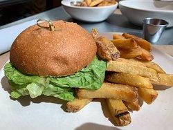 hamburguesa vegana (una pena que no se vea la hamburguesa en si en la imagen).