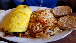 Denver Omelette w/Hashbrowns served with English Muffins