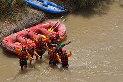 Excursiones con los turistas hospedados en La Comarca del Jarillal. Rio Jachal en Iglesia.