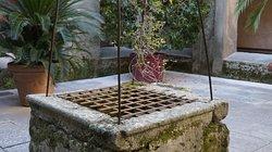 Pozzo antico di raccolta acque all'interno del convento