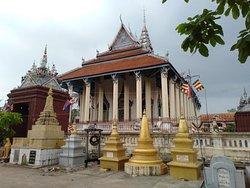 White Elephant Pagoda (Wat Tahm-rai-saw)