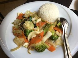 Wok-Gemüse mit Oktopus